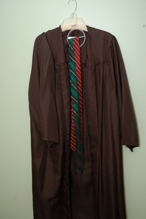 harry-potter-DIY-photo-booth-Hogwarts-costume1.jpg