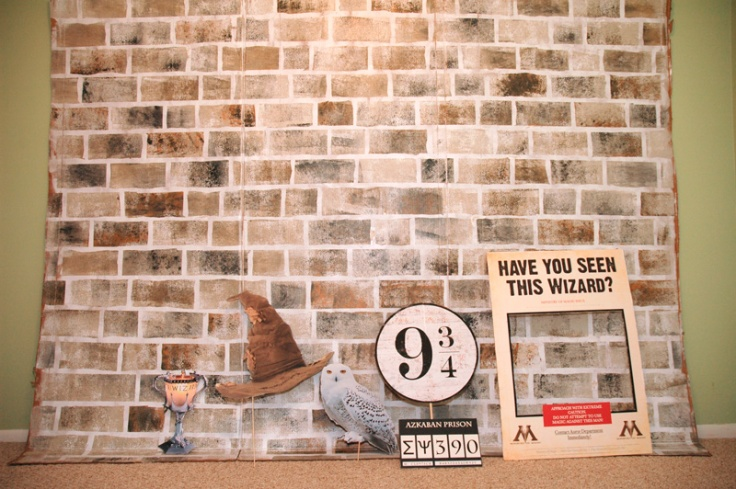 harry-potter-DIY-photo-booth-Platform-9-three-quarters1.jpg